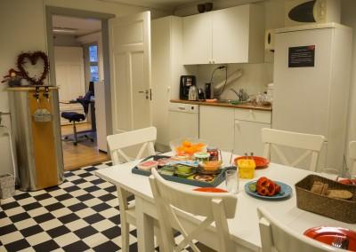 Lyst og innbydende kjøkken