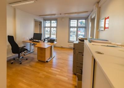 Det midterste kontoret, bildet er tatt fra en yttergang ved inngangsdøra